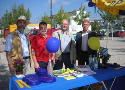 Aktive der FDP Poing, von links: Ewald Silberhorn, Karlheinz Grund, Dr. Klaus-Peter Paul, Wolfgang Spieth (Vorsitzender)