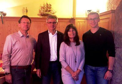 Vorstand FDP Vaterstetten (von links nach rechts): Dr. Thomas Miller, Stellvertr. Vorsitzender, Klaus Willenberg, Vorsitzender, Brigitte Bencker (Schatzmeisterin), Thibault Krause (Beisitzer)