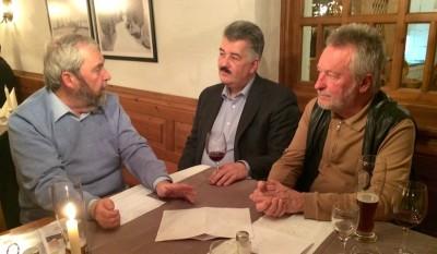 Bild: Energiepolitische Runde der FDP in Markt Schwaben (von links: E. Silberhorn, Mitglied im Kreisvorstand; F. Delonge, Ortsvorsitzender und H. Preitnacher, Mitglied im Ortsvorstand der FDP in Markt Schwaben
