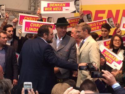 Christian Lindner mit Alexander Müller und dem bayer. Spitzenkandidaten Daniel Föst (v.l.) am 19.9. auf dem Marienplatz in München