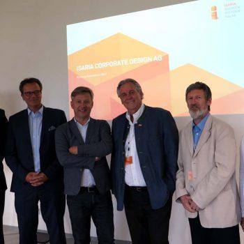 Interessanter Besuchstermin bei ISARIA Corporate Design in Aich bei Oberpframmern. V.l.n.r. Alexander Müller (FDP-Kreisvorsitzender), Matthias Krusche (ISARIA-Vorstand), Thomas Burkard (ISARIA-Vorstand), Albert Duin (Vorsitzender der FDP-Bayern), Peter Pernsteiner (FDP-Bundestags-Direktkandidat für Ebersberg-Erding), Dr. Susanne Markmiller (Mitglied im FDP-Landkreisvorstand) (Foto: Wolfgang Stranak)