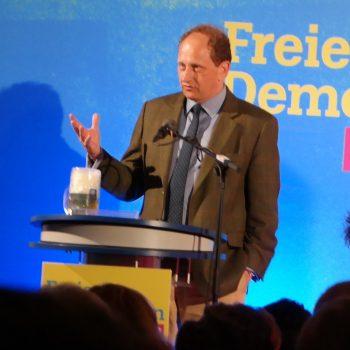 Alexander Graf Lambsdorff bei seiner Rede in Keferloh