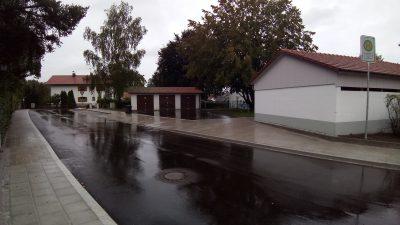 Kreuzstraße in Pöring vor der Schule